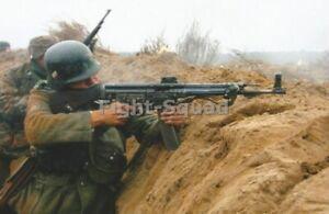 WW2-Picture-Photo-German-Soldier-Firing-Sturmgewehr-44-3320