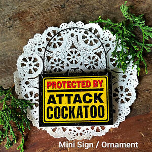 DECO-Mini-Sign-Ornament-PROTECTED-BY-ATTACK-COCKATOO-Plaque-BIRD-New-in-Pkg-USA