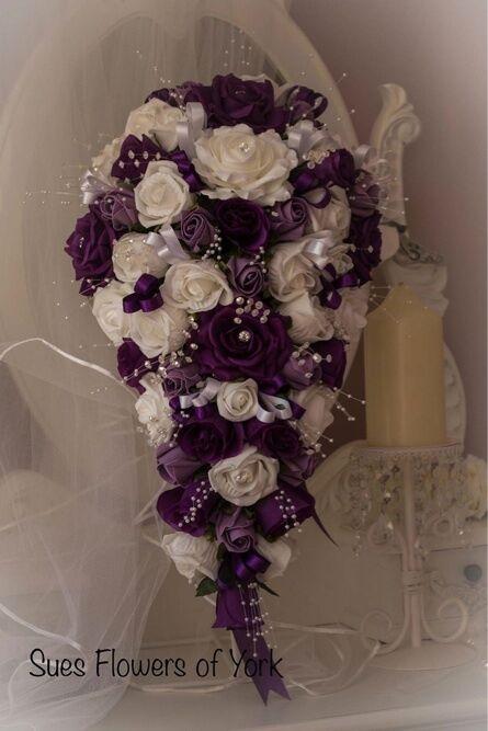 Wedding Flowers Brides teardrop Bouquet Cadburys lila, LiLAC & Weiß