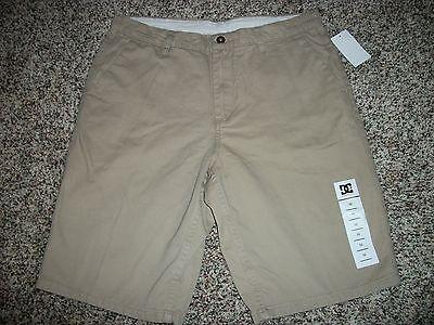 DC Shoes Men/'s Khaki Worker Relaxed 22 Inch Walk Shorts Retail $51.99