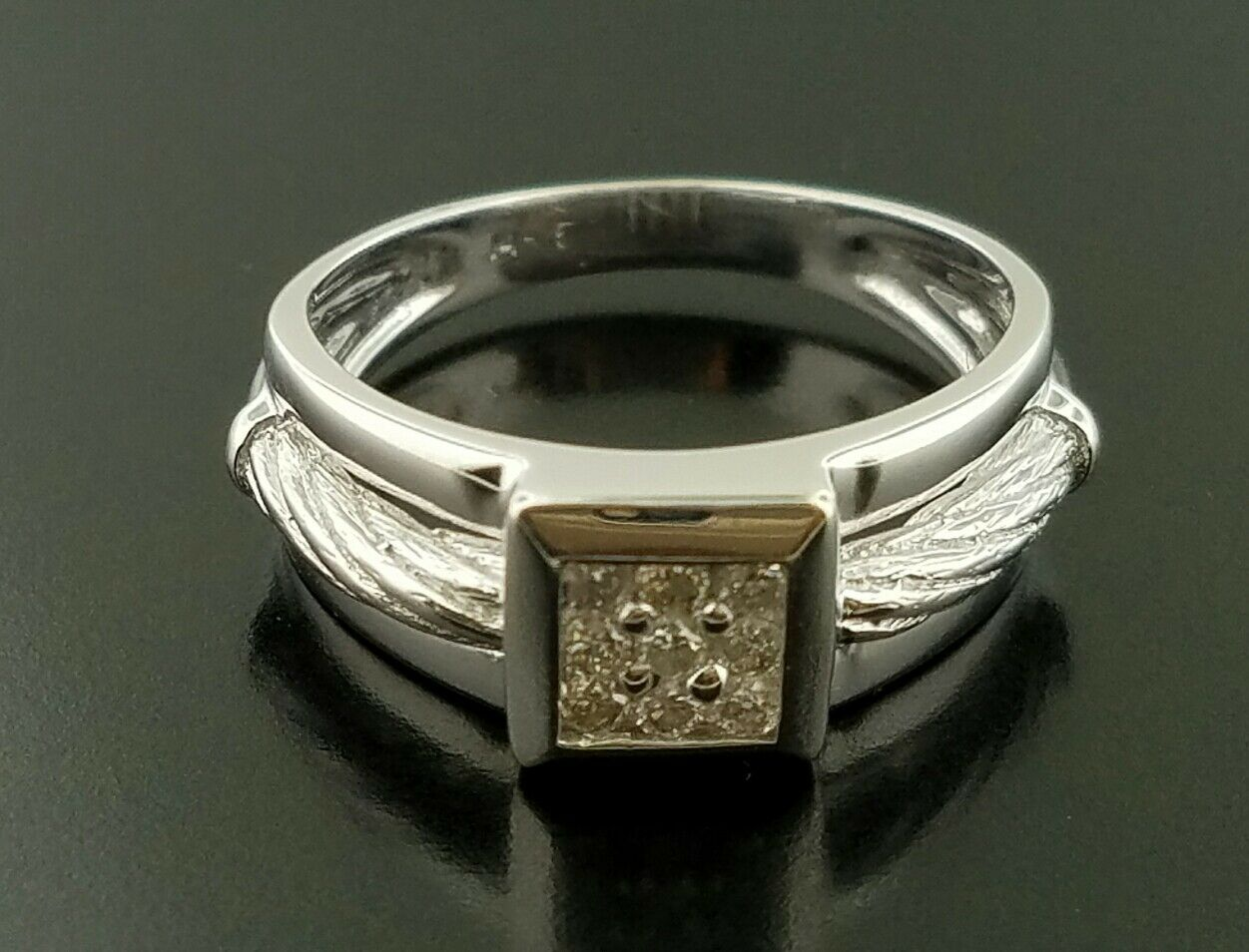 Estate  1200 14K White gold Ring with Diamond Set Square