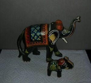 Lot-2-Elephants-en-papier-mache-jolies-details-et-motifs-peint-a-la-main-Inde
