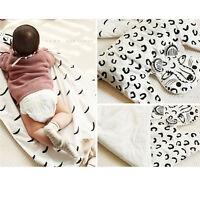 Kinderdecke Krabbeldecke Babydecke Spieldecke Spielmatte aus Baumwolle Weiß
