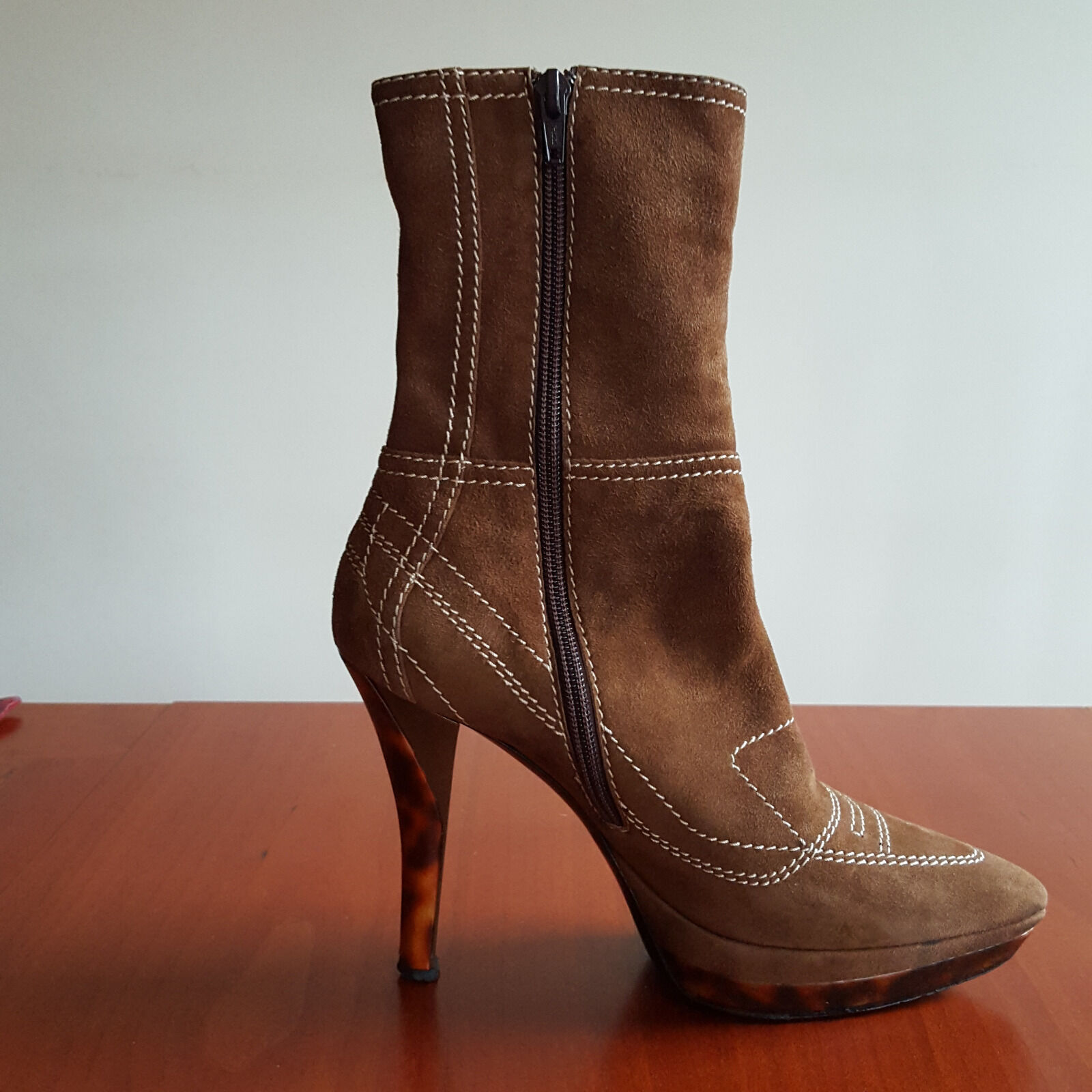 THE HILLS LOVERS OF CASADEI HIGH HILLS THE ELEGANT SUEDE ANKLE BOOTS, SIZE 7 40e6be