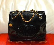 AUTHENTIC, CHIC VINTAGE CHANEL CLASSIC HAND/OVER THE WRIST BAG.