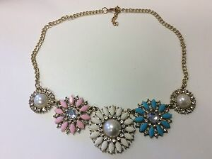 Women039s Pretty Chunky Bib Style Pink Cream Blue Crystal And Gold Necklace - <span itemprop=availableAtOrFrom>Cambridge, Cambridgeshire, United Kingdom</span> - Women039s Pretty Chunky Bib Style Pink Cream Blue Crystal And Gold Necklace - Cambridge, Cambridgeshire, United Kingdom