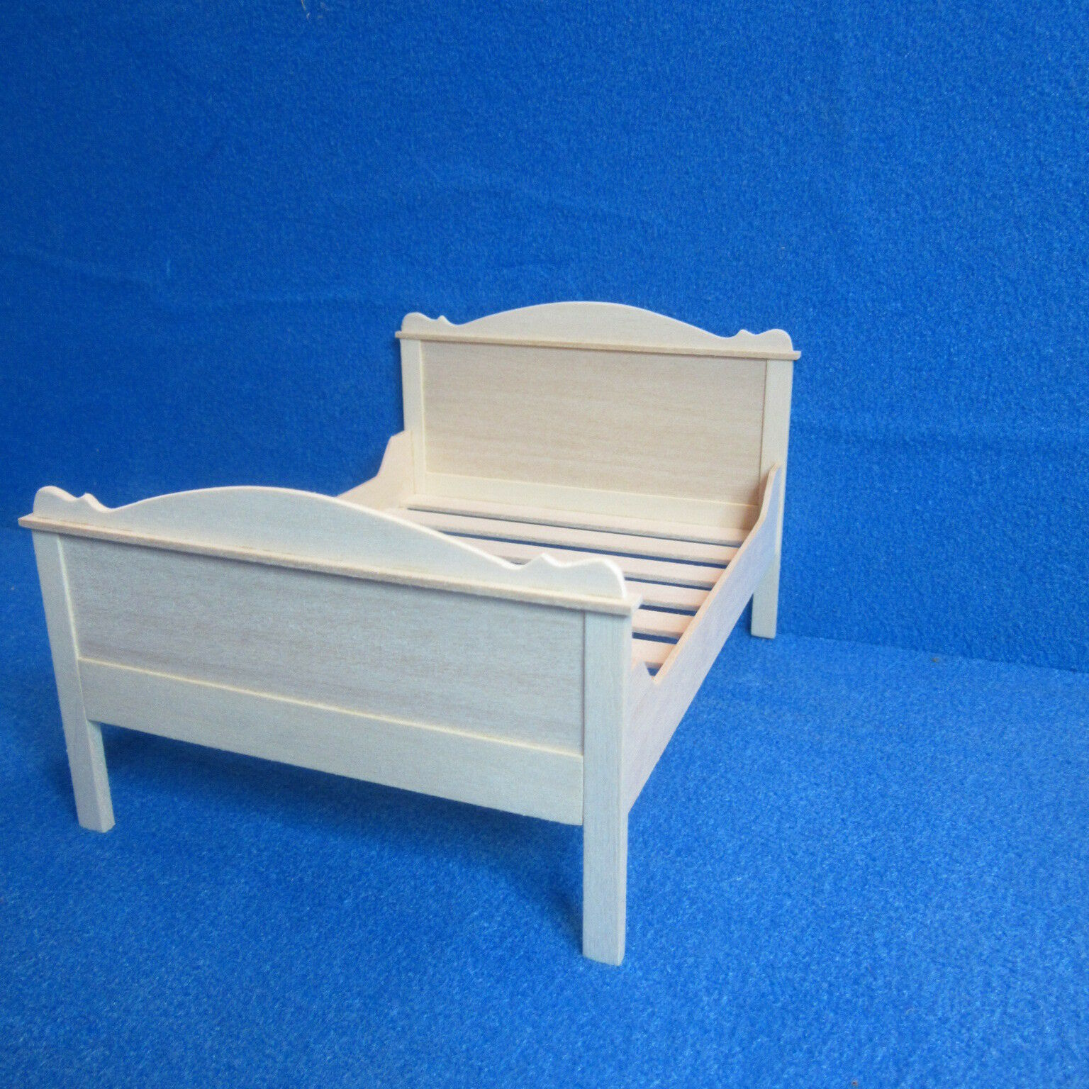 Dolls House 12th scale  Double Bed  Natural wood      HM85