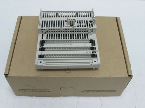Schneider Electric 170ADI74050 TSX Momentum 170 ADI 740 50 114753 OVP UNUSED