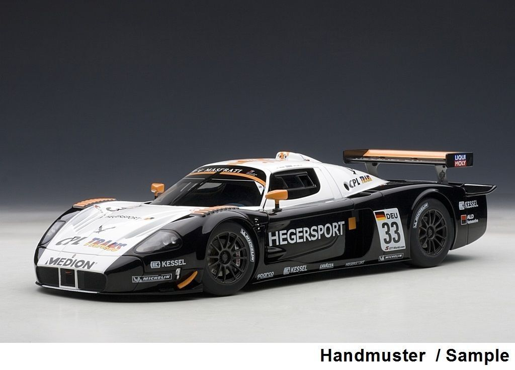 1 18 Autoart Maserati mc12 gt1 FIA championship 2010  33 + gratis 1 18 vitrina