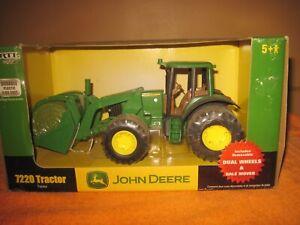 2007 NIB John Deere ERTL 7220 Plastic Tractor,Dual Wheels&Bale Mover, Dusty Box