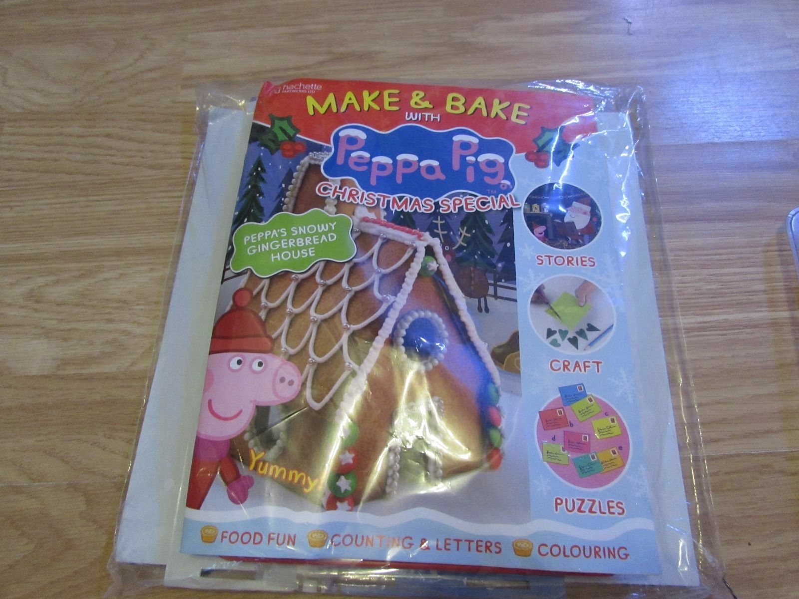 MAKE & BAKE WITH PEPPA PIG CHRISTMAS SPECIAL GINGERBREAD HOUSE KIT