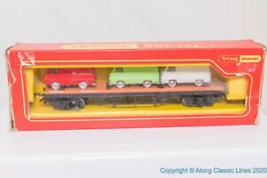 Tri-ang-Hornby-R563-OO-Gauge-Bogie-Bolster-Wagon-with-3-ford-Vans