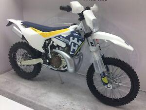 Husqvarna-TE-300-Husky-Enduro-Motocross-NEW-New-Ray-Model-Motorcycle-1-12