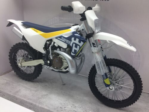 Husqvarna TE 300 Husky Enduro Motocross NEW New Ray Model Motorcycle 1:12 Toy