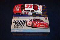 Dale Jarrett 1998 Action Nascar 1:24 White Rain (vn29)