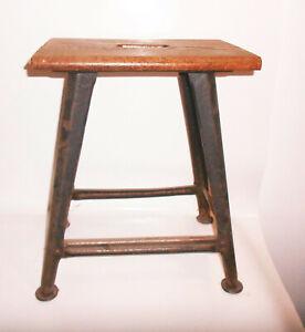 Viereckiger-Werkstatt-Hocker-Schemel-Loft-Industrie-Design-Vintage-stool