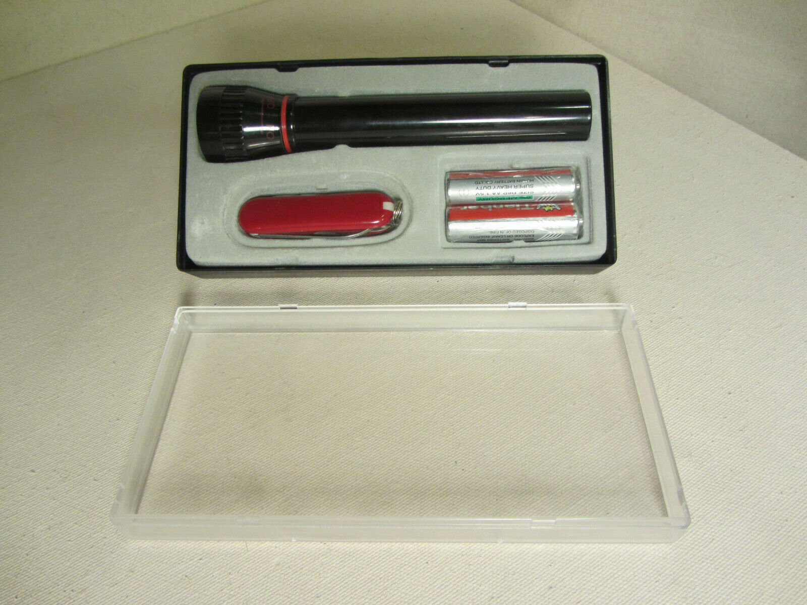KNIFE & FLASHLIGHT GIFT SET W/ BATTERY INCLUDED