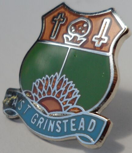 East Grinstead Town East Sussex County Crest Small Pin Badge 0541