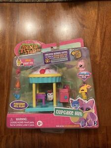 Animal-Jam-Cupcake-Hut-w-Bonus-Unused-Online-Code-Open-Package-Taped-VERY-RARE