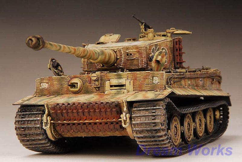 Award winner built Dragon 1 35 Tiger I late Version +zimmerit