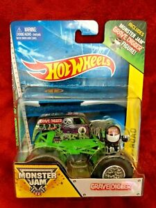 Monster-Jam-Grave-Digger-Camion-Off-Road-1-64-con-la-figura-9cm-Hot-Wheels