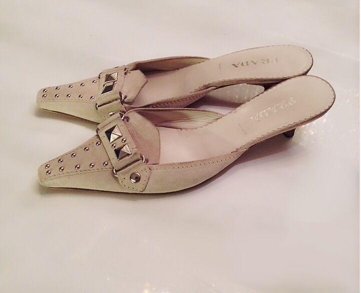 Damenschuhe - Suede PRADA - Ivory Weiß Suede - Silver Stud Kitten Heel Slides Mules 6 36.5 8ef6e0
