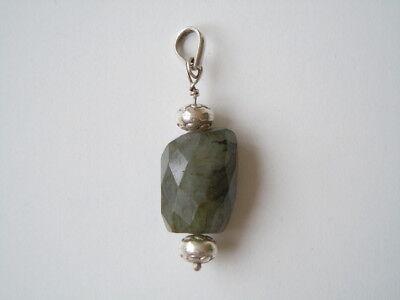 Geprüfter Silber Anhänger Mit Facettiertem Natürlichen Smaragd 10,6 G Loose Gemstones