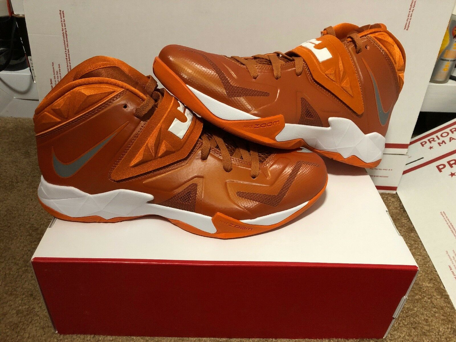 New Women's Nike LeBron Zoom Solider 7 Burnt orange Silver Size 11.5 Longhorns