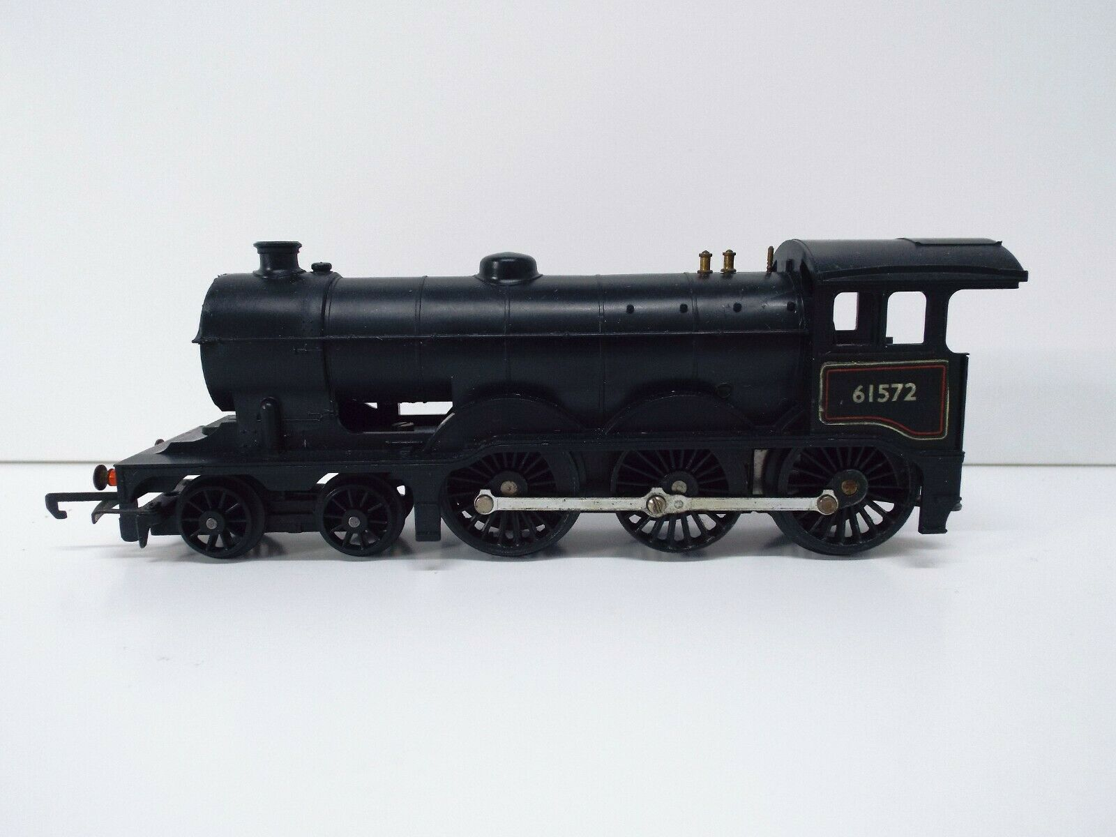 TRIANG R150 CLASS B12 4-6-0 LOCO 61572 NO SMOKE MINT UNBOXED (OO1083)