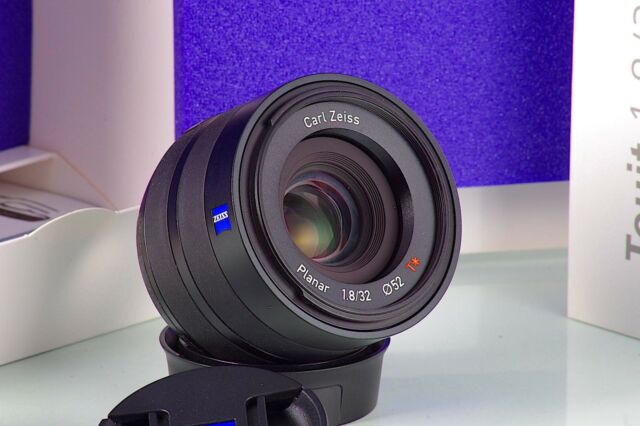CARL ZEISS Planar T Touit Fuji Fujifilm X-mount 1.8/32mm 32 como Neu Boxed