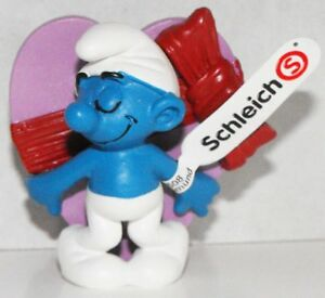 20747-Valentine-039-s-Day-Smurf-2013-Smurfy-Greetings-Collection-Plastic-Figurine