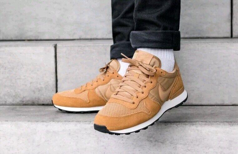 Nike Internationalist SE - AJ2024 701