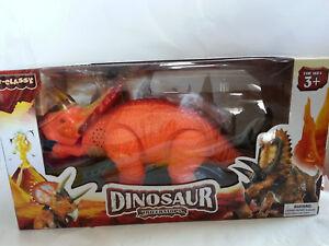 Elektrischer-Dinosaurier-Dino-mit-Funktion-Licht-Sound-NEU-Triceratops-laeuft