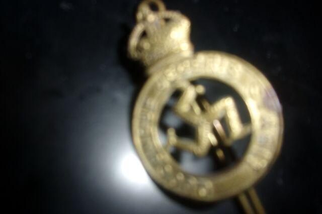 Srarce W W 2 Isle Of Man Brass Cap Badge