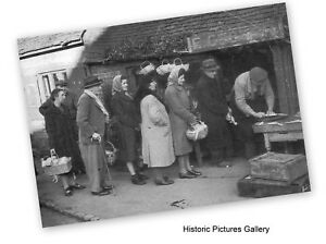 SHERE-SURREY-QUEUES-FOR-FOOD-1941-VINTAGE-MOUNTED-WAR-PRINT-ANCESTRY