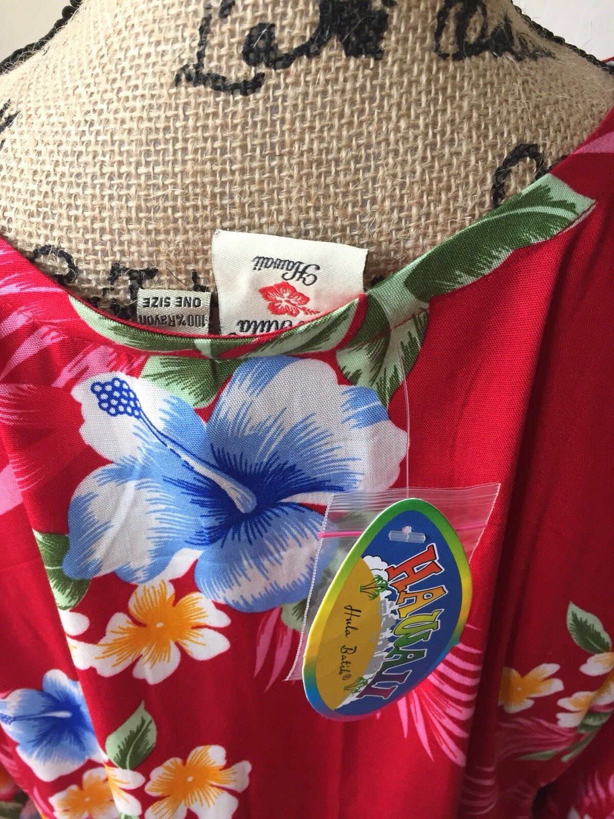NWT NWT NWT Hawaii Hula Batila Cover Up Red  Size One 8d75a1