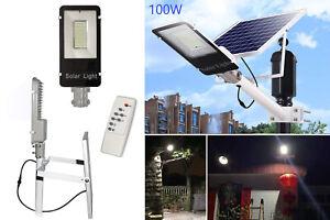 Faro-led-lampione-stradale-100w-luce-fredda-con-pannello-solare-e-staffa-FB6100