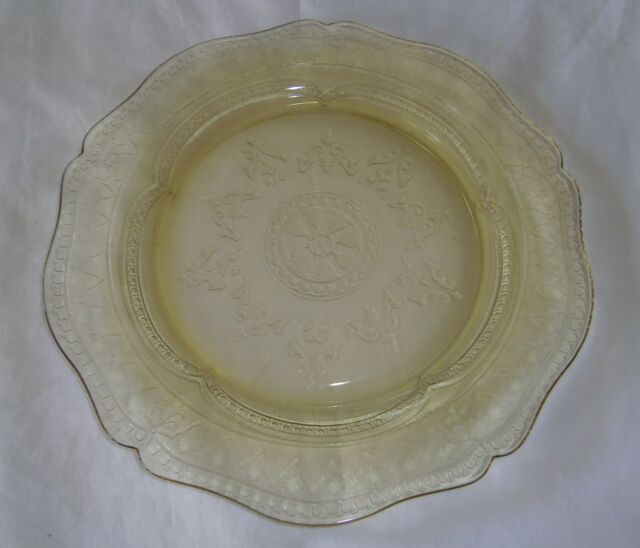 """FEDERAL GLASS YELLOW DEPRESSION PATRICIAN """"SPOKE"""" PATTERN 10 1/2"""" DINNER PLATE"""