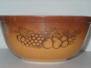 Pyrex Old Orchard Mixing Nesting Bowl Kitchen 1970  403 Made in USA Ovenware