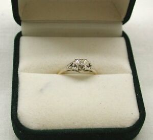 Lovely-Old-Vintage-18ct-Gold-Diamond-Solitaire-Ring