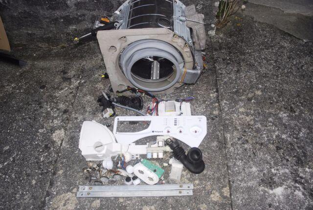 HOTPOINT BWD129 WASHER/DRYER BROKEN FOR PARTS:MAIN PCB,TUB,DRYER,DOOR,MOTOR  ETC
