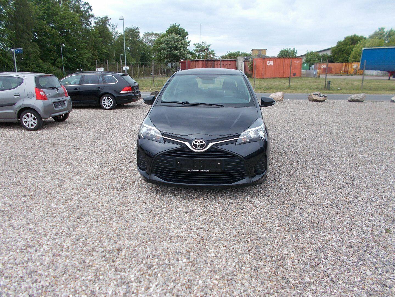 Toyota Yaris 1,0 VVT-i T1 3d - 72.900 kr.