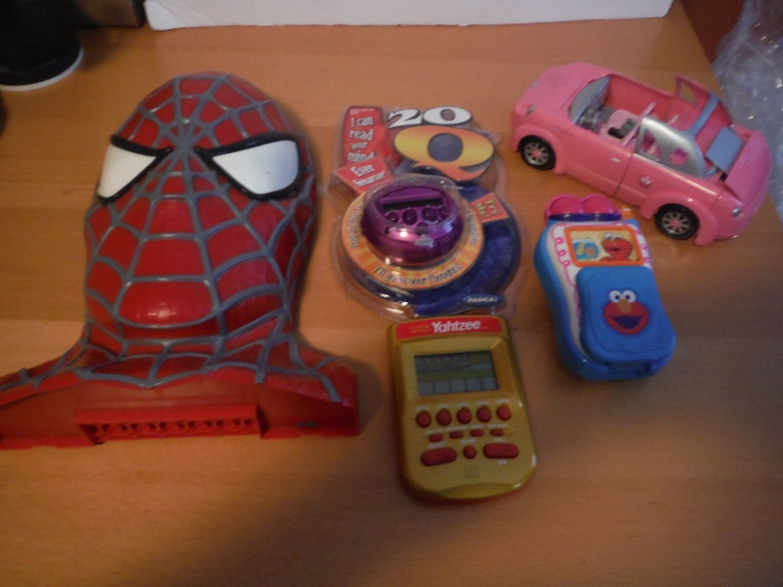 Toy Lot, Spiderman, Dark vader, Pooh, Elmo, Yahtzee, Polly, I Can Read Your Mind