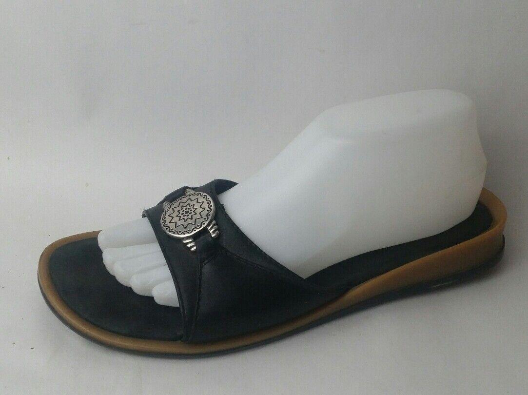 MINNETONKA Black Leather M Slides Sandals Womens 9 M Leather Silver Buckle Detail Open Toe 11e32e