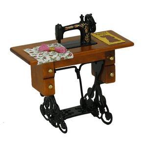 Weinlese-Miniatur-Puppenhaus-Naehmaschine-mit-Stoff-GY