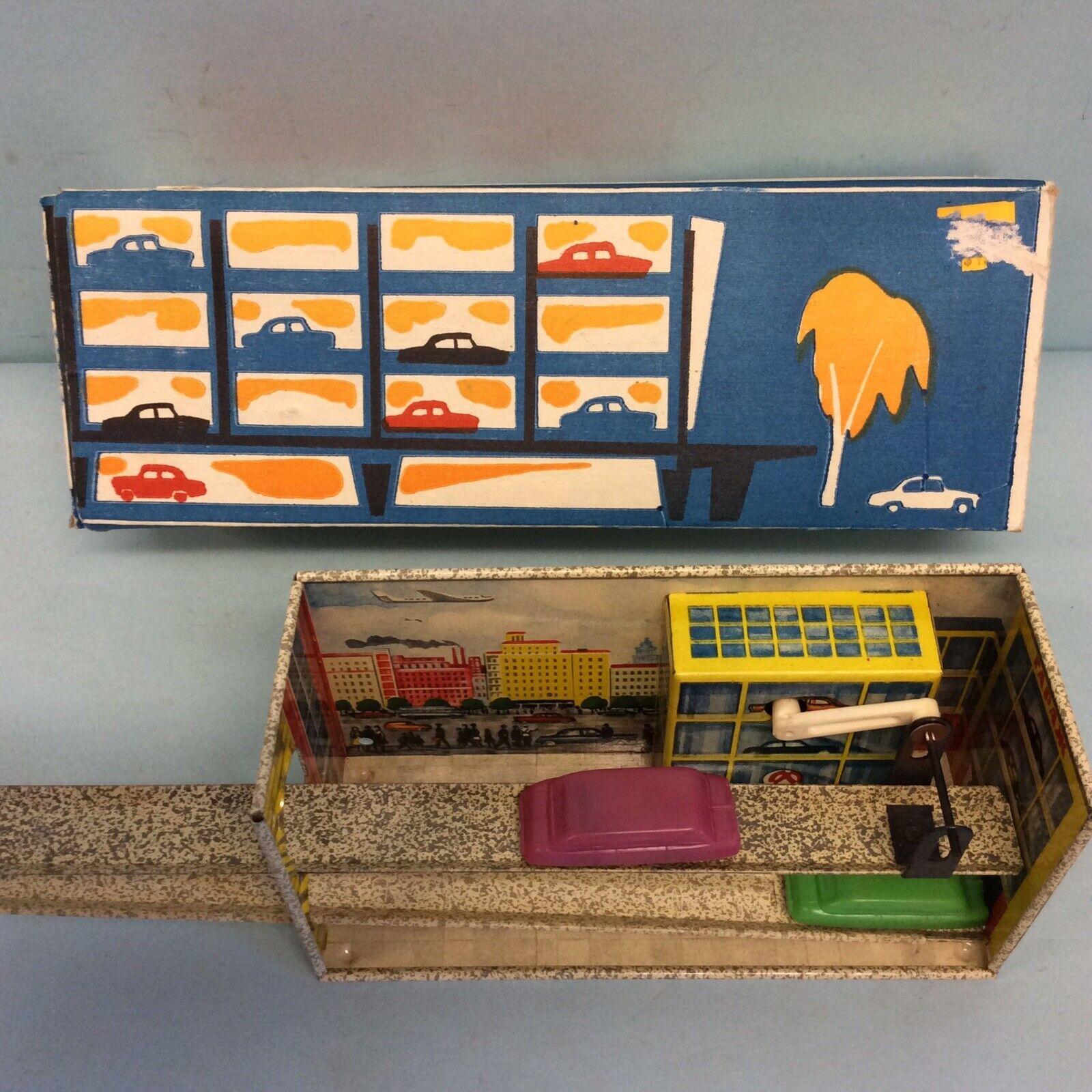 El viejo juguete juguete juguete ruso, el ascensor. 9b5