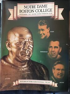 Notre-Dame-Football-Collectors-items-Media-Guides-Game-programs-And-Much-More