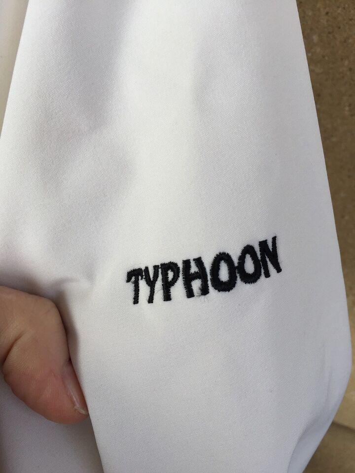 Jakke, str. 36, Typhoon
