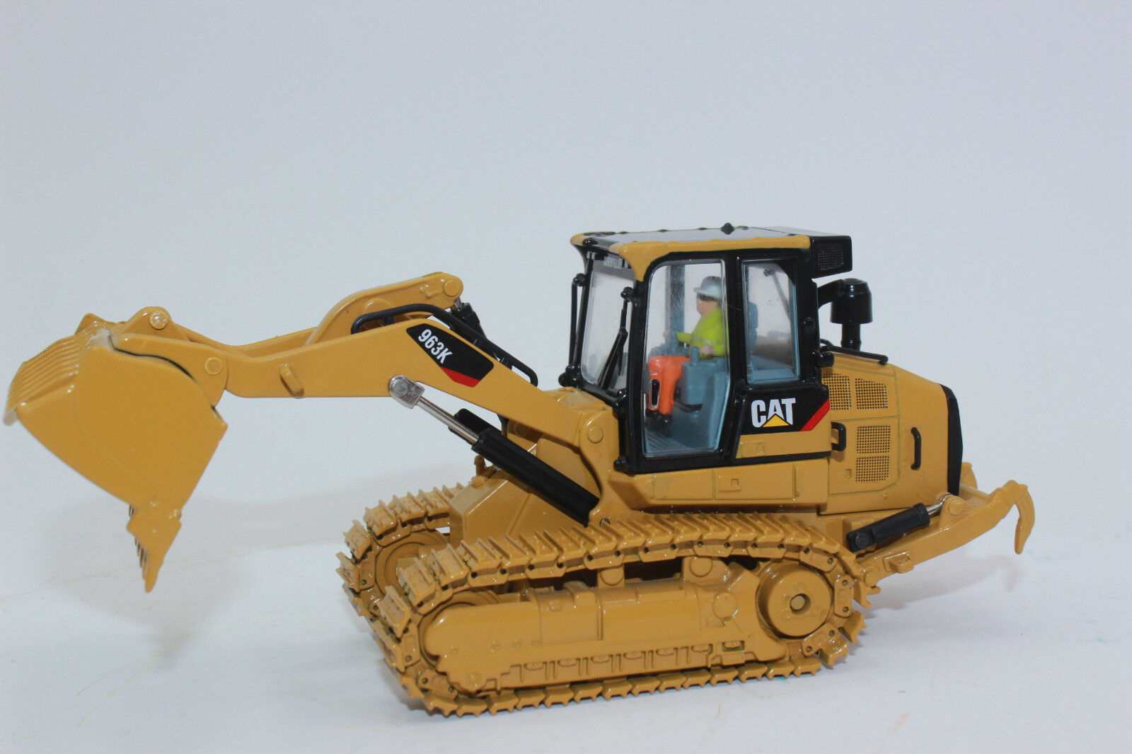 Diecast Masters 85572 Cat 963K Crawler Loader Chain Loader 1 50 New Boxed