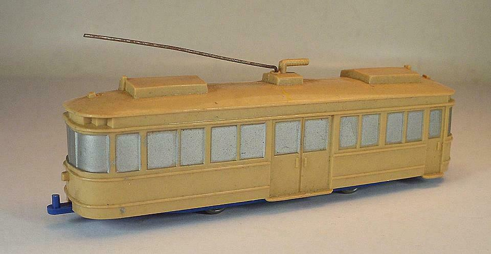 Wiking Unverglast Tram railcars in Beige with chassis in Ultramarine